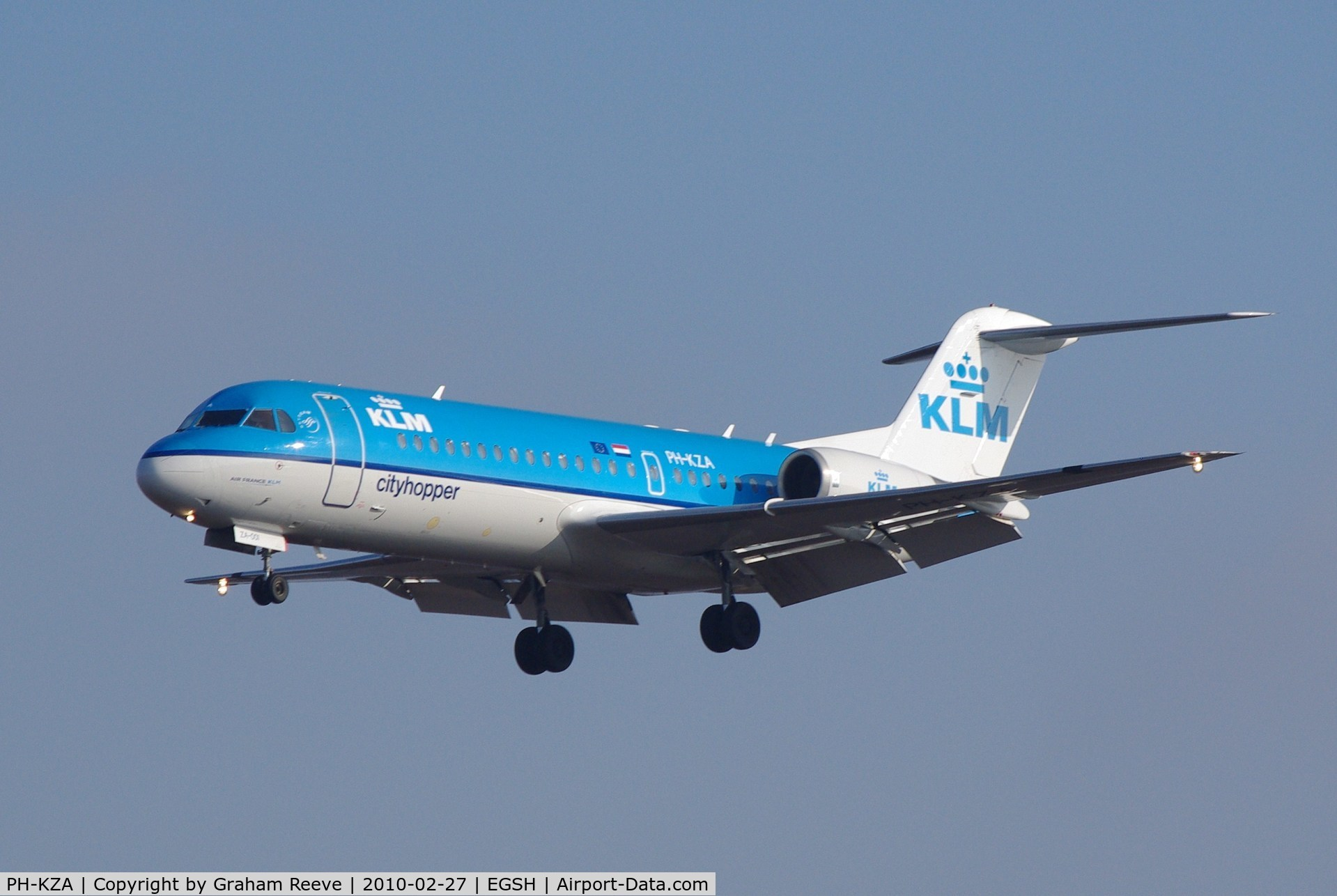 PH-KZA, 1996 Fokker 100 (F28-0100) C/N 11567, On finals to Norwich.