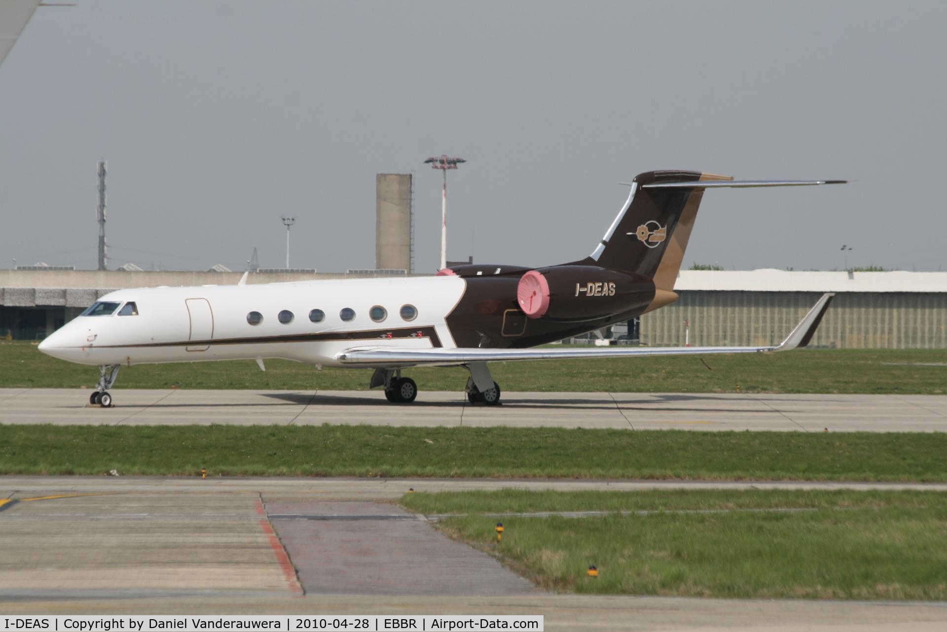 I-DEAS, 2000 Gulfstream Aerospace G-V C/N 593, Parked on G.A. apron