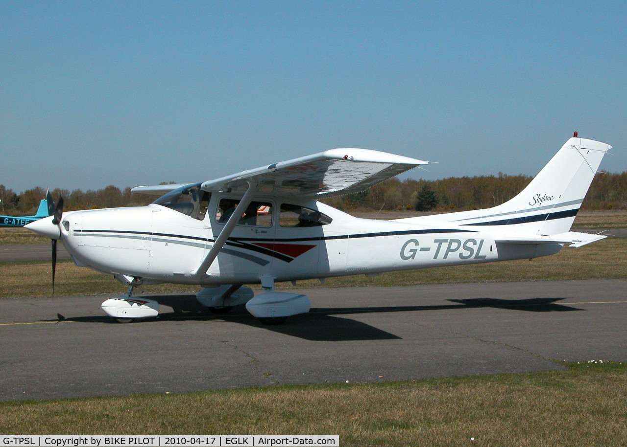 G-TPSL, 1998 Cessna 182S Skylane C/N 18280398, TAXYING PAST THE CAFE