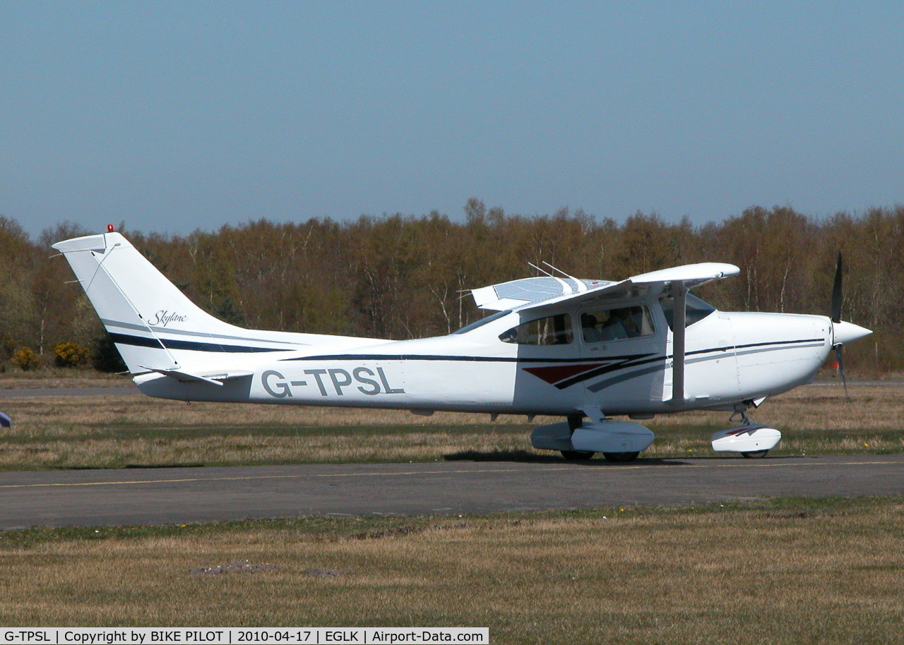 G-TPSL, 1998 Cessna 182S Skylane C/N 18280398, TAXYING TO THE PUMPS