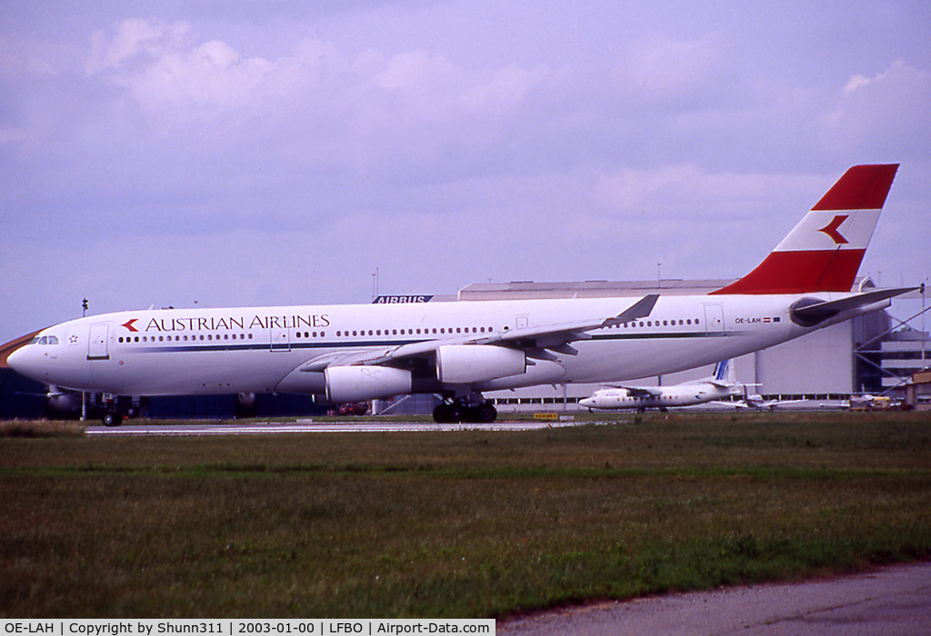 OE-LAH, 1995 Airbus A340-212 C/N 081, Lining up rwy 32R fordeparture...