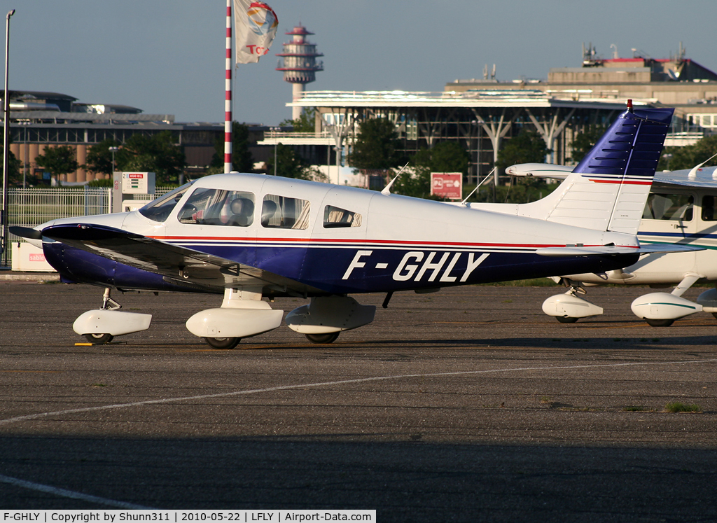 F-GHLY, Piper PA-28-161 C/N 2816055, Parked at the General Aviation...