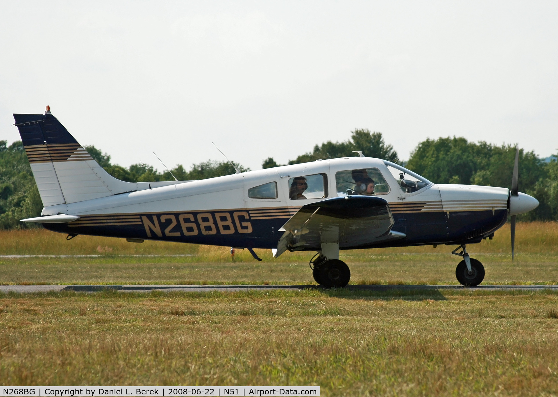 N268BG, 1976 Piper PA-28-181 C/N 28-7690268, Nice-looking Piper departing an airshow at Solberg Airport.