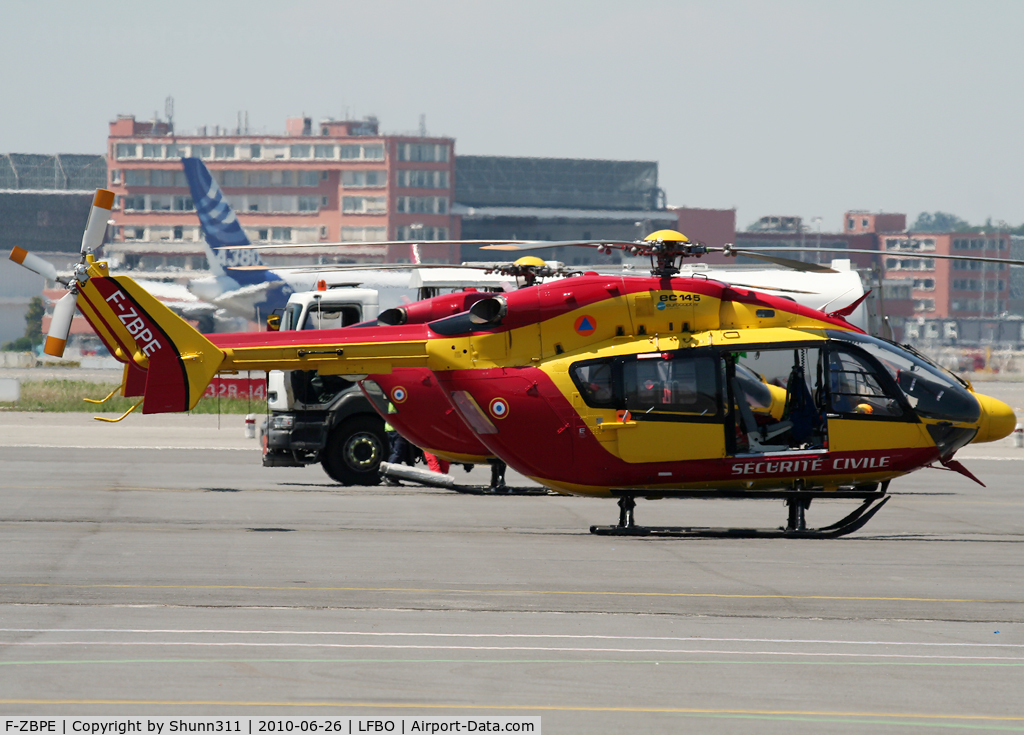 F-ZBPE, Eurocopter-Kawasaki EC-145 (BK-117C-2) C/N 9011, On refuelling at the old terminal...