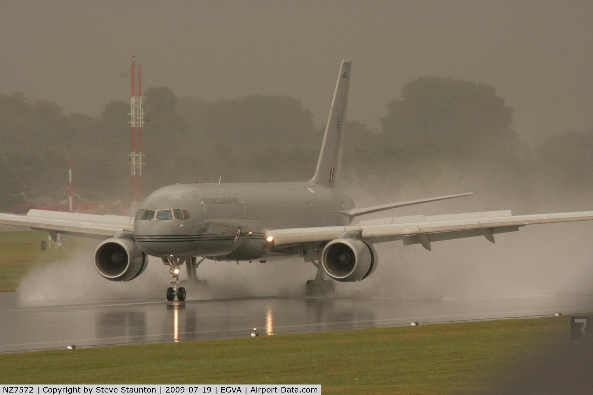 NZ7572, 1993 Boeing 757-2K2 C/N 26634, Taken at the Royal International Air Tattoo 2009