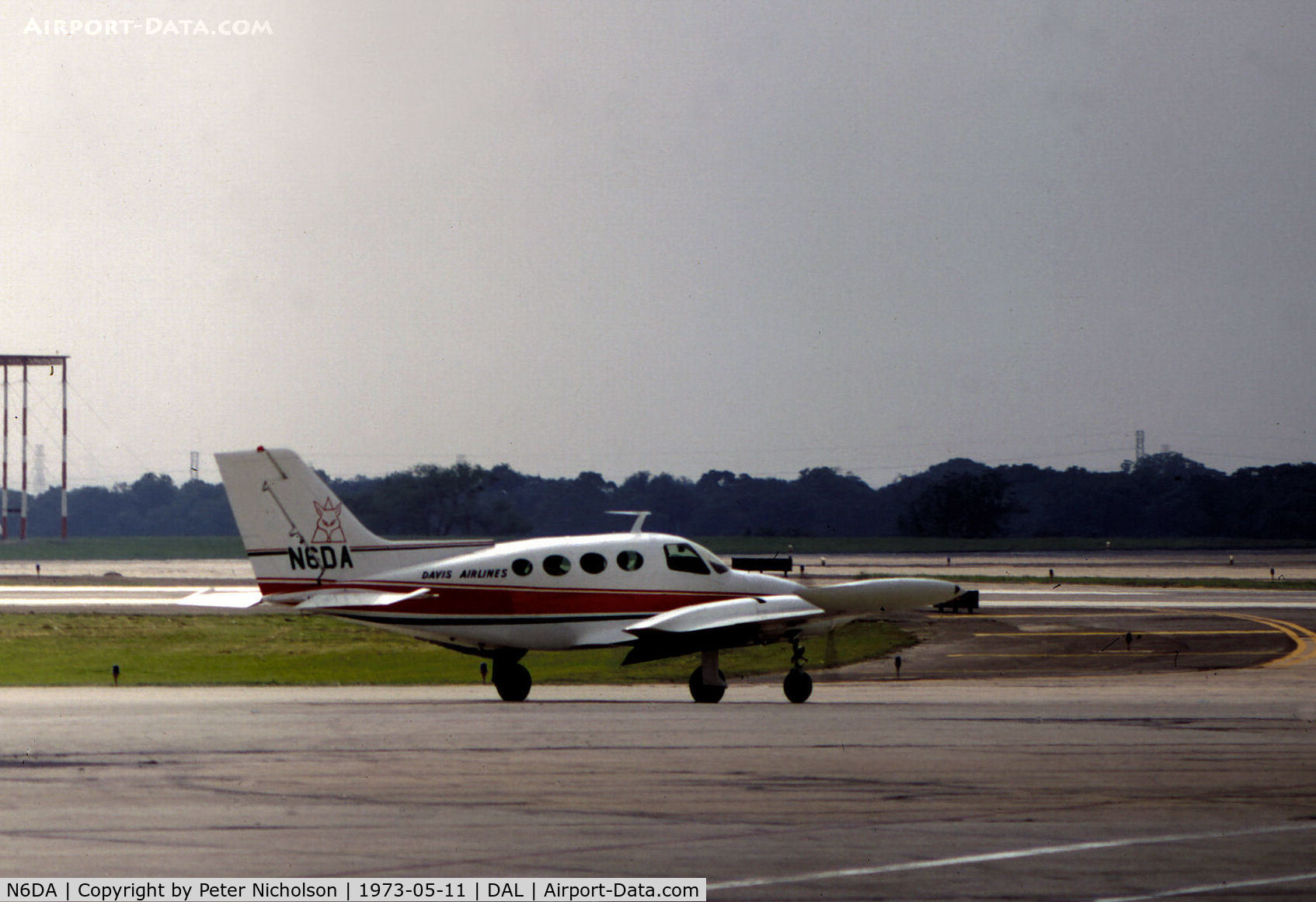 N6DA, 1967 Cessna 402 C/N 402-0139, Cessna 402 of Davis Airlines, a commuter airline which later was absorbed within Rio Airways, taxying at Love Field, Dallas in May 1973.