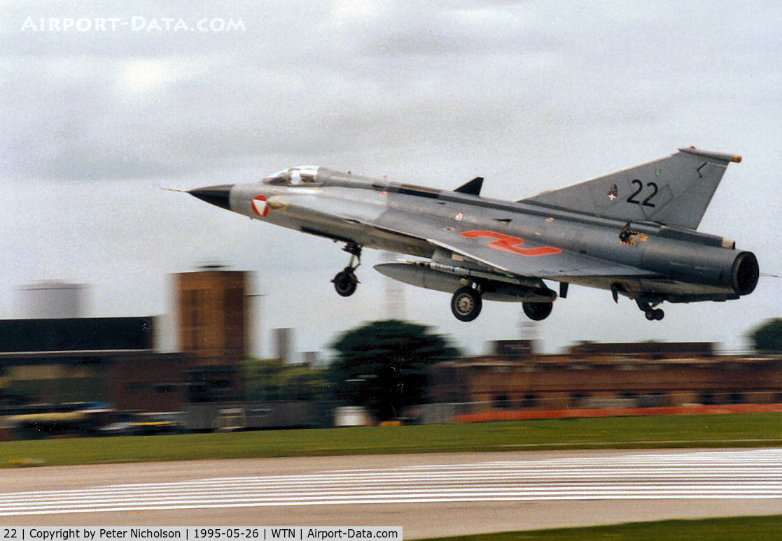 22, Saab J-35Oe MkII Draken C/N 35-1422, J-35OE Draken of 1 Staffel Austrian Air Force landing at RAF Waddington in May 1995 after a mission on the Air Combat Range.