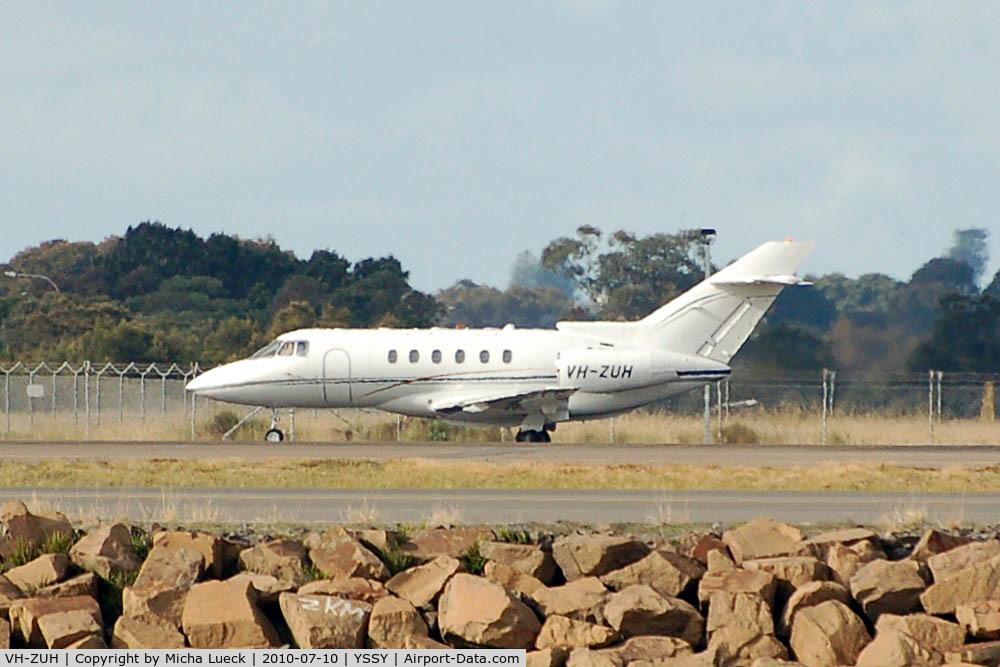 VH-ZUH, 1998 Raytheon Hawker 800XP C/N 258366, At Sydney