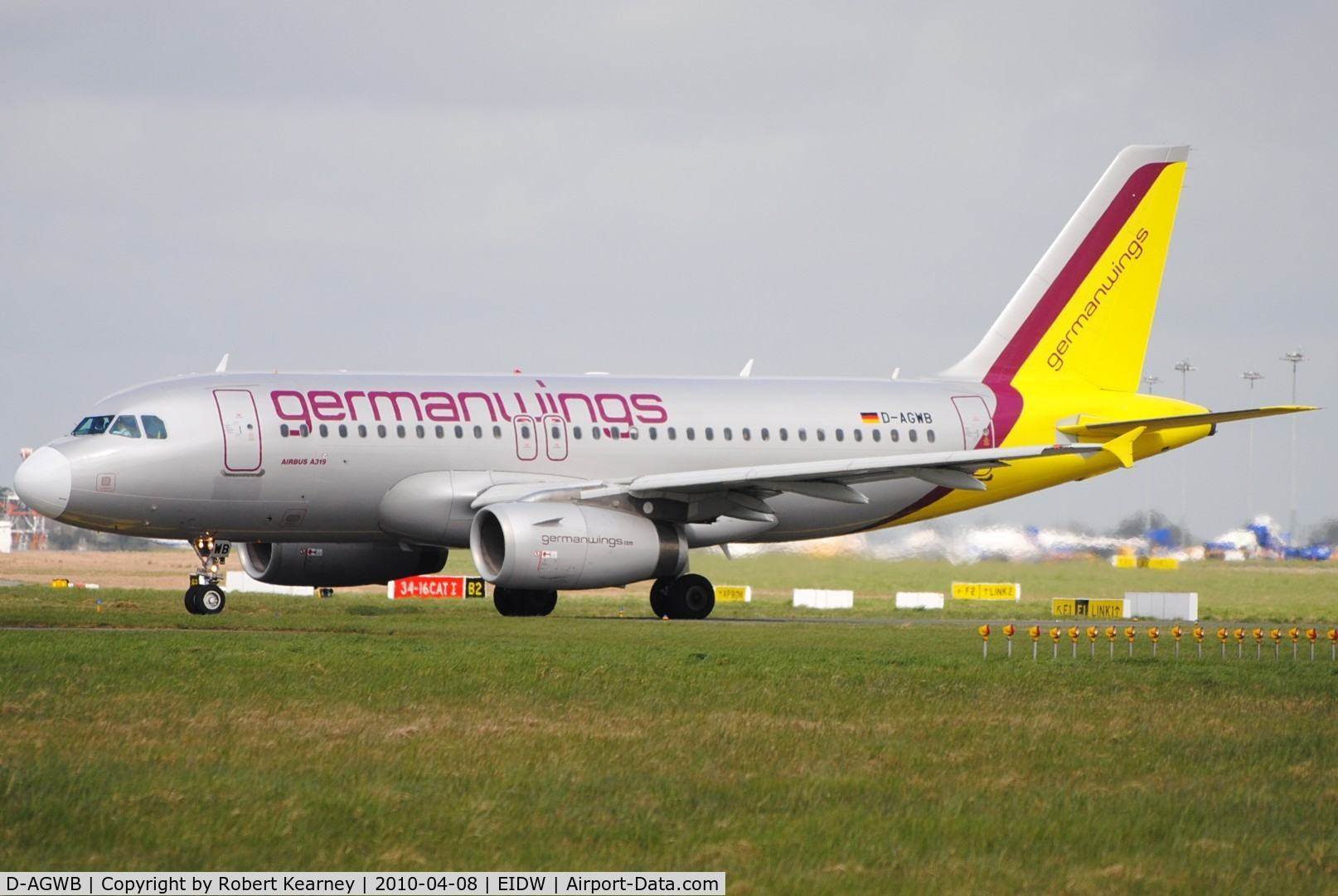 D-AGWB, 2006 Airbus A319-111 C/N 2833, GermanWings lining up r/w 28