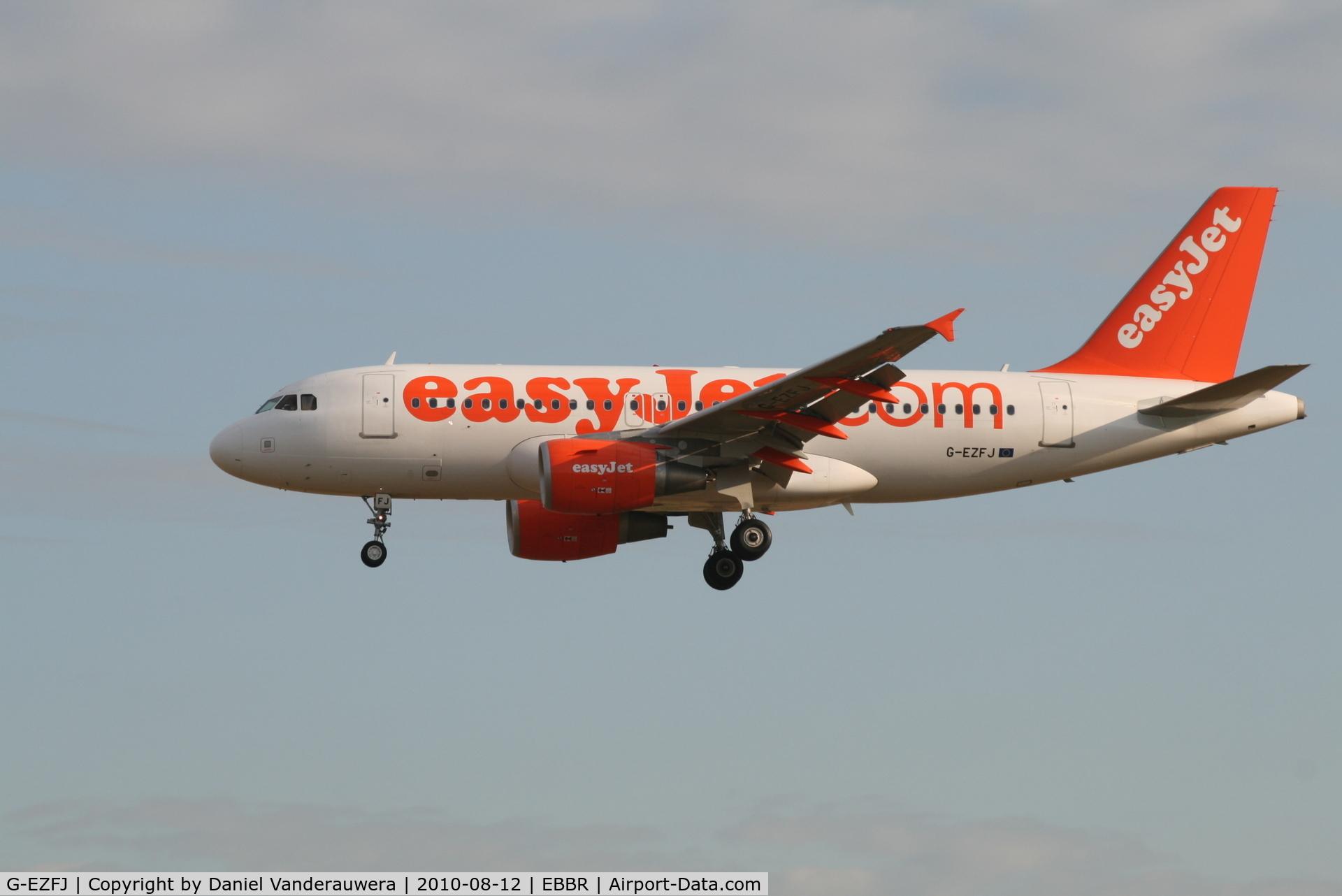 G-EZFJ, 2009 Airbus A319-111 C/N 4040, Arrival of flight EZY4701 to RWY 25L