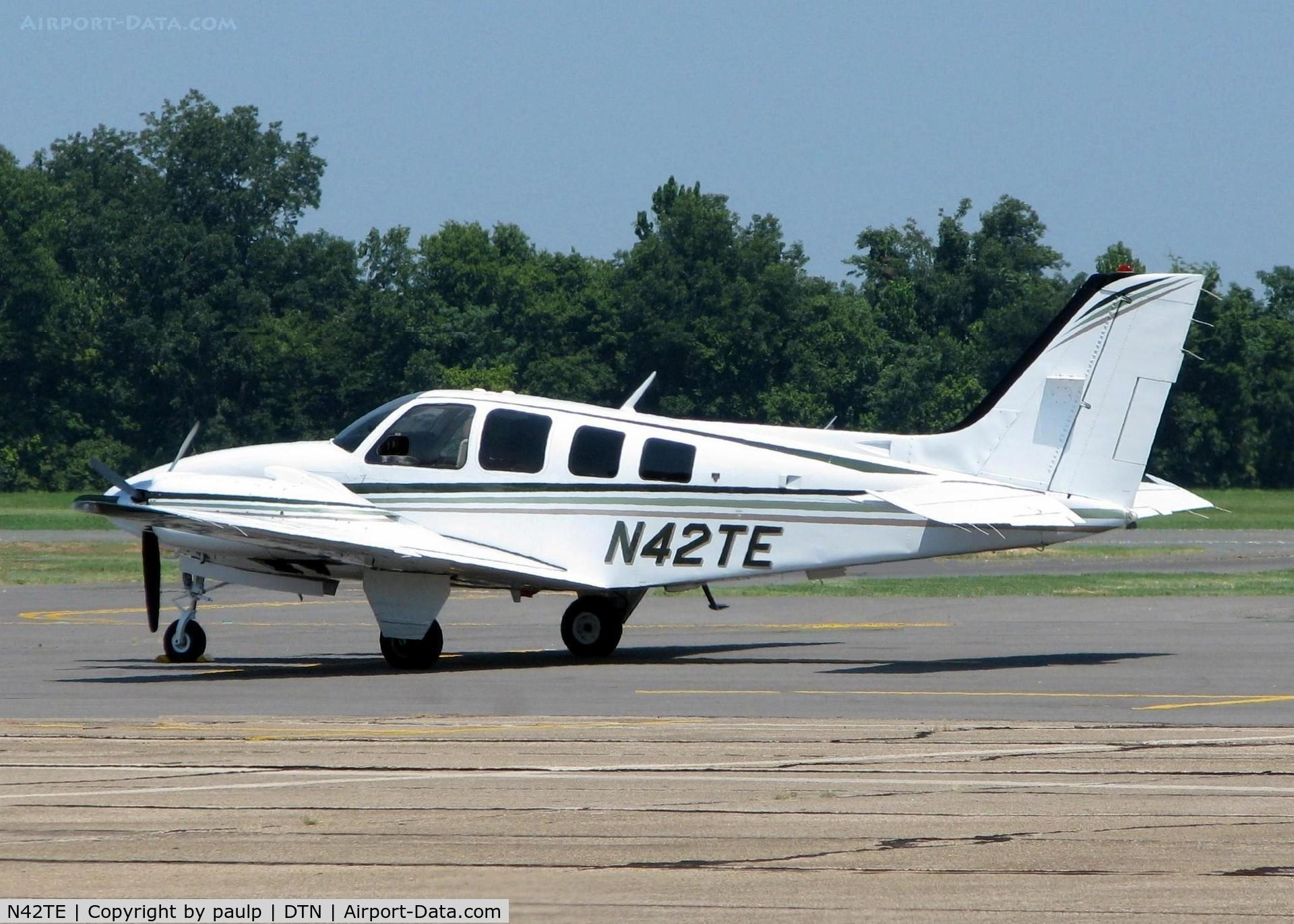 N42TE, 1981 Beech 58 Baron C/N TH-1311, At Downtown Shreveport.