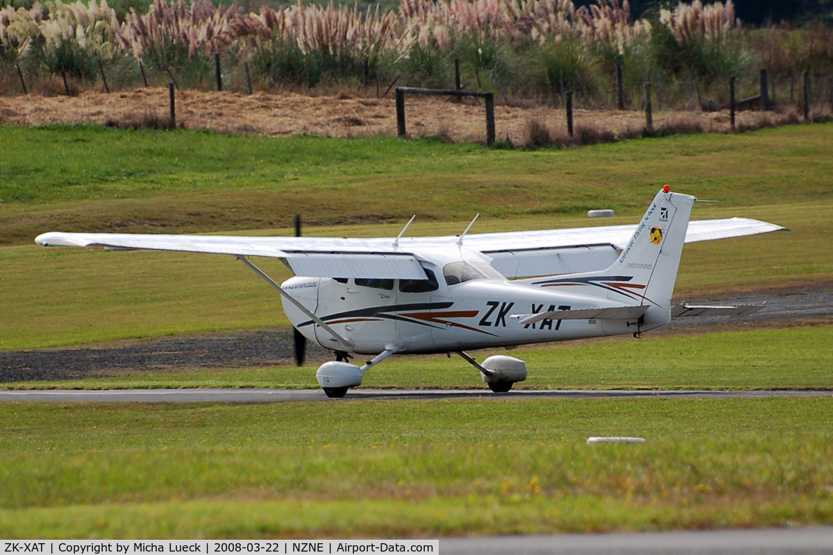 ZK-XAT, Cessna 172R Skyhawk C/N 17281262, At North Shore Aerodrome