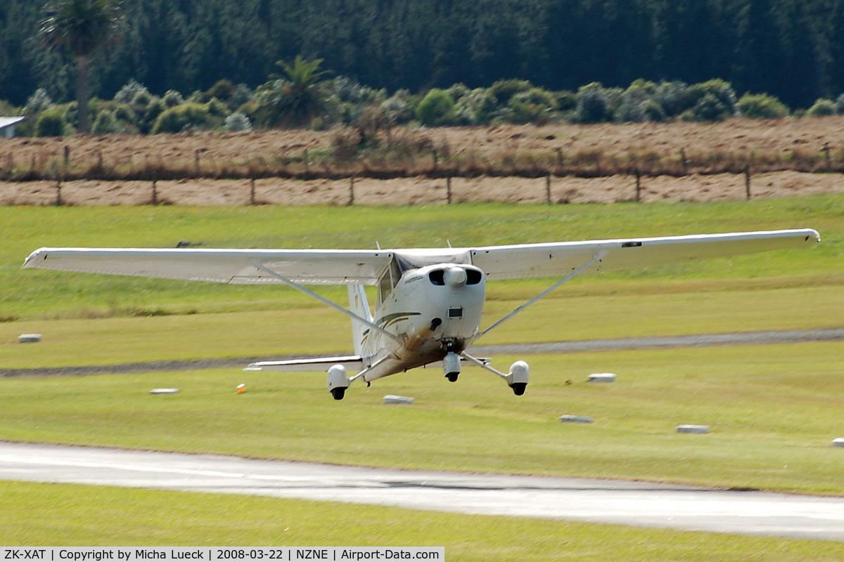 ZK-XAT, Cessna 172R Skyhawk C/N 17281262, At North Shore Aerodrome