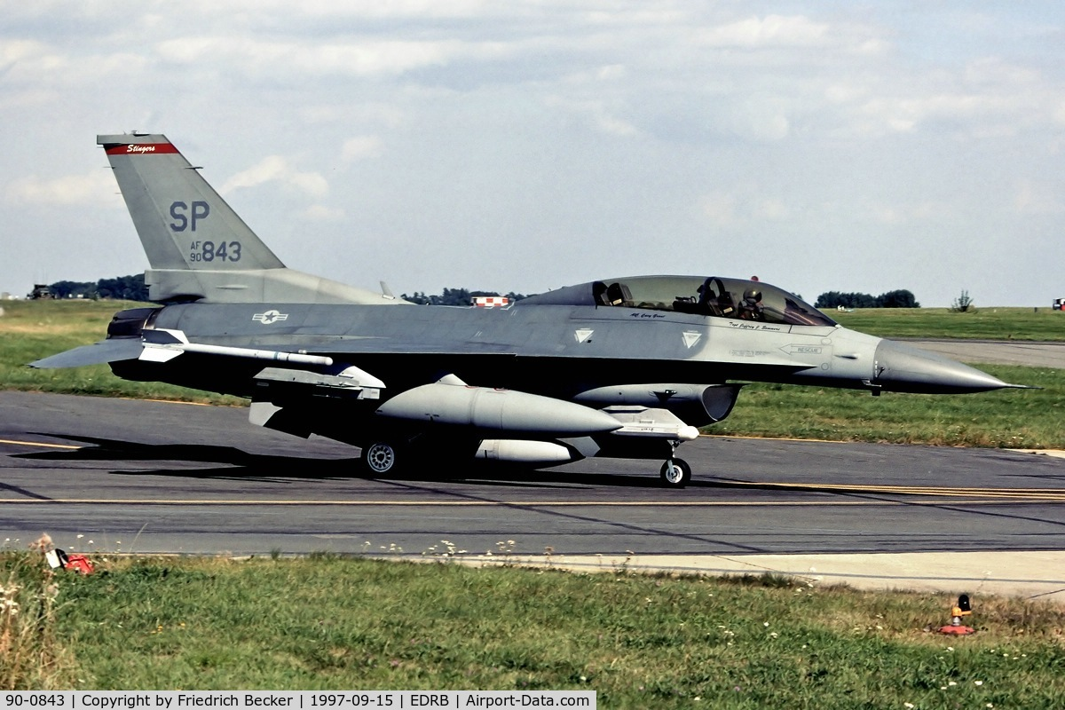 90-0843, 1990 General Dynamics F-16DJ-50-CF C/N CD-10, taxying to the active
