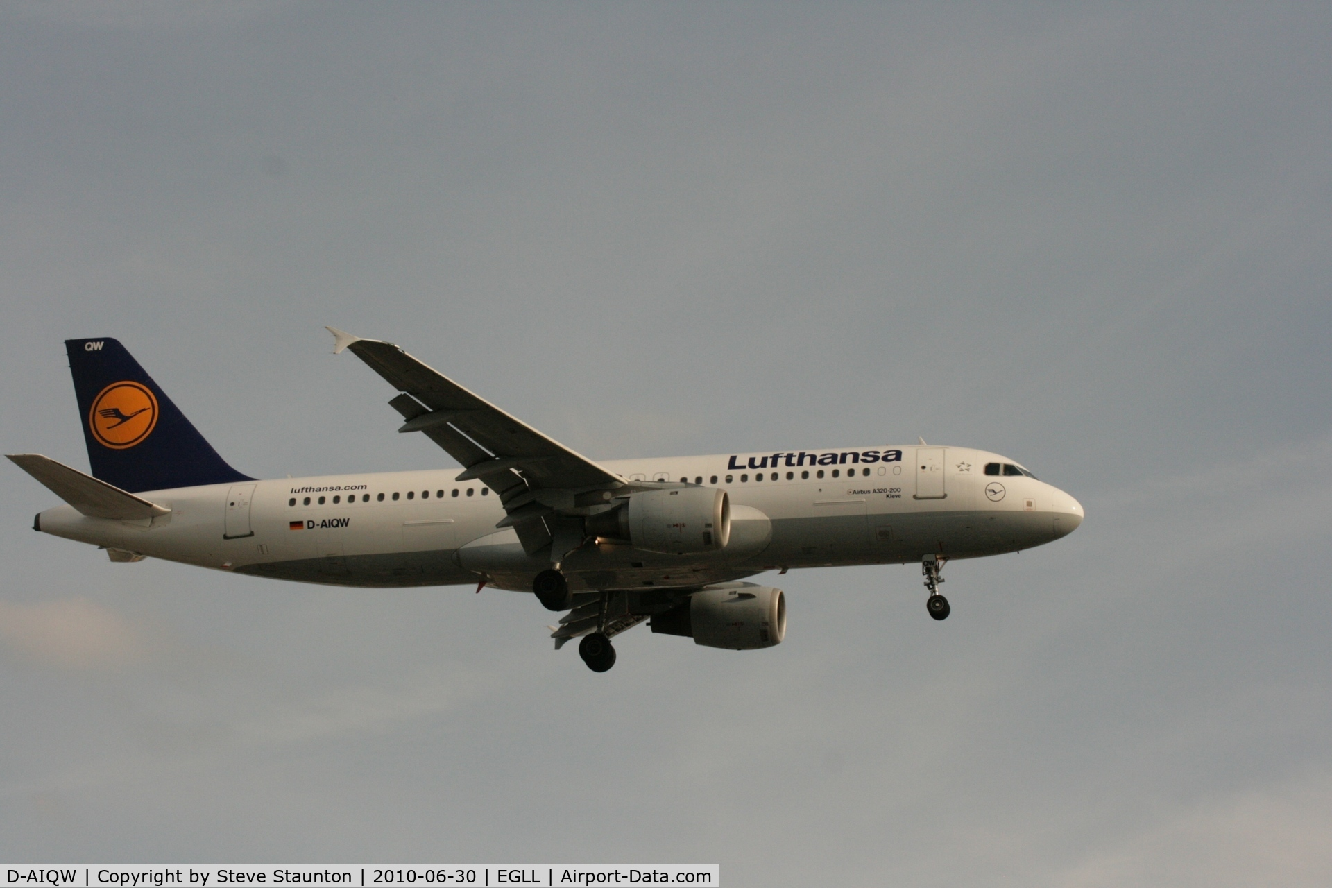 D-AIQW, 2000 Airbus A320-211 C/N 1367, Taken at Heathrow Airport, June 2010