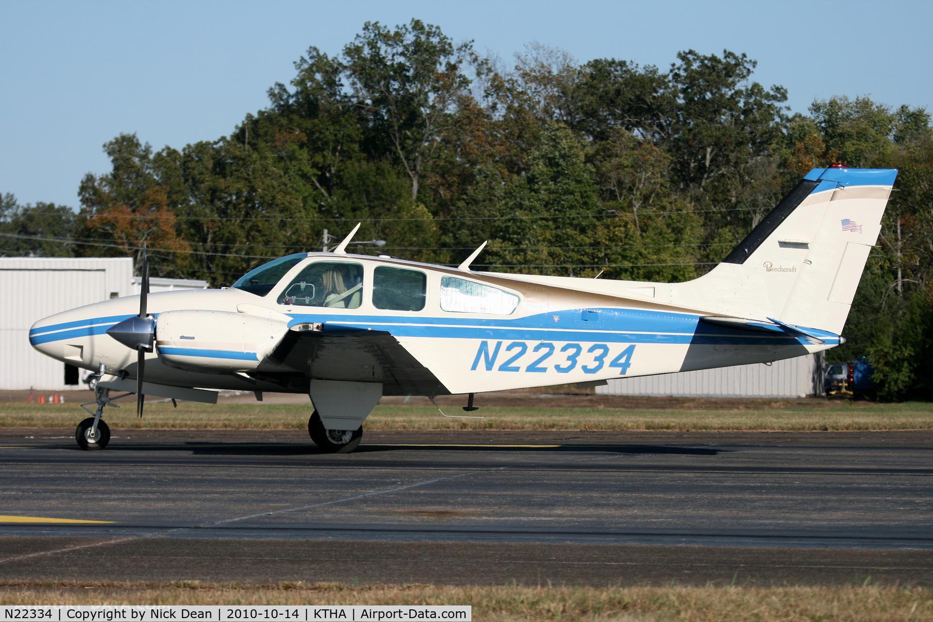 N22334, 1977 Beech E-55 Baron C/N TE-1111, KTHA Beech party 2010