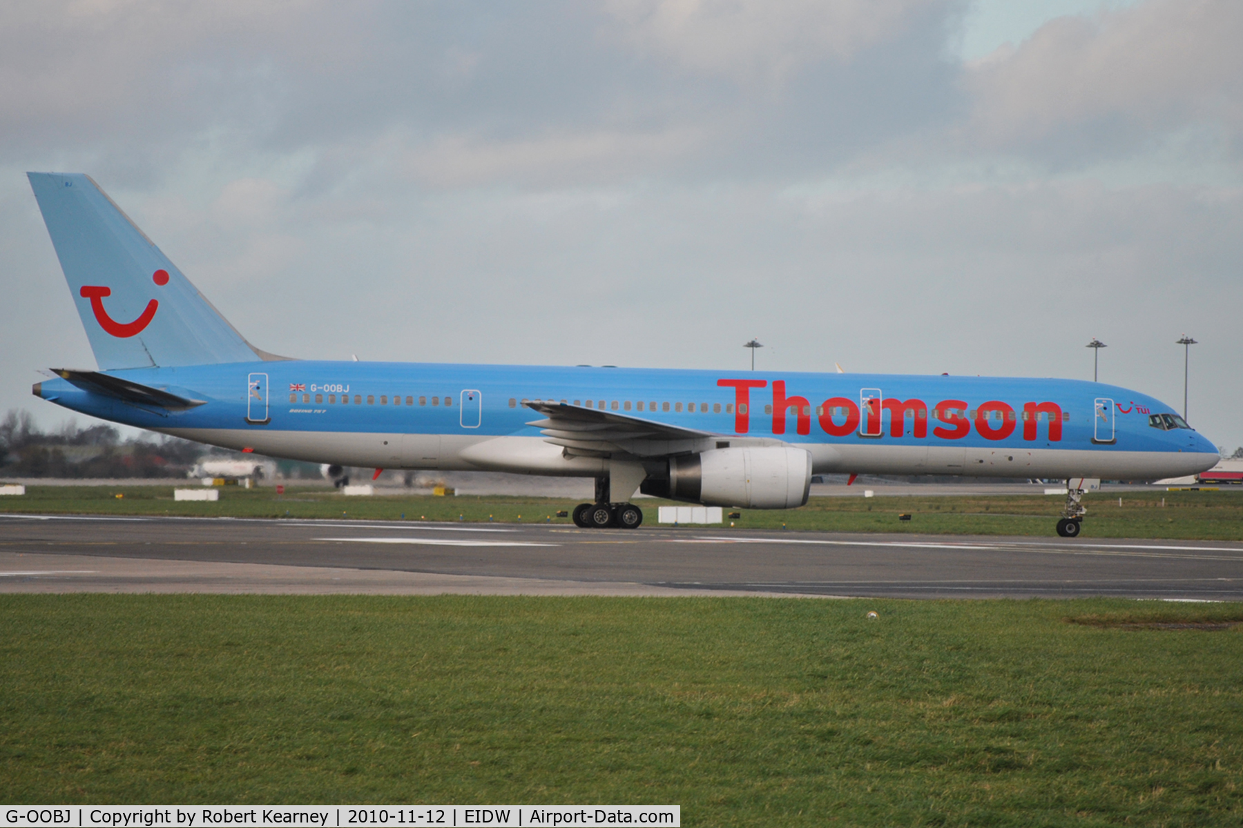 G-OOBJ, 1993 Boeing 757-2B7 C/N 27147, Thomson heading to stand