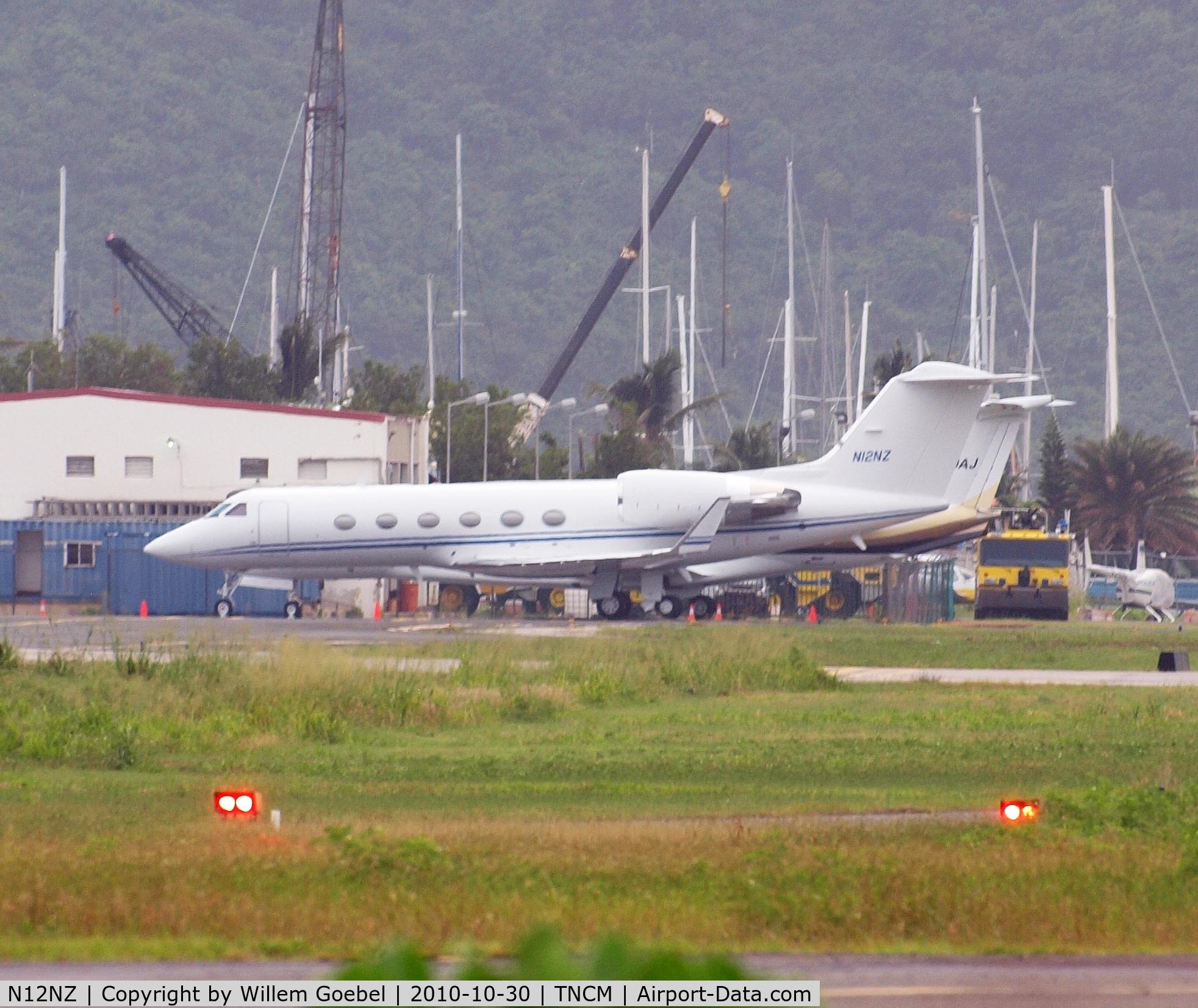 N12NZ, 1999 Gulfstream Aerospace G-IV C/N 1376, Parking on Prinses Juliana Airport st Maarten