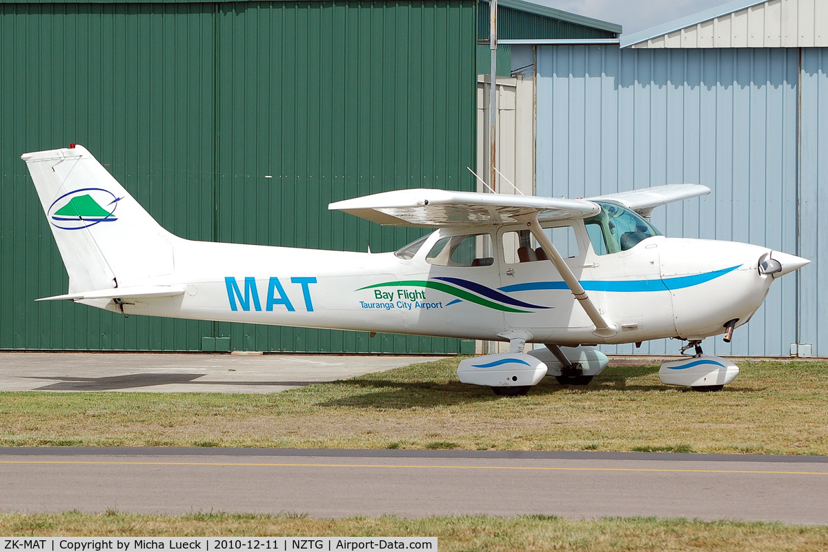 ZK-MAT, Cessna 172N Skyhawk C/N 17273003, At Tauranga