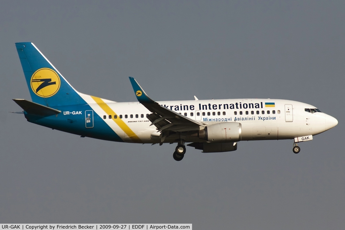 UR-GAK, 1992 Boeing 737-5Y0 C/N 26075, on final