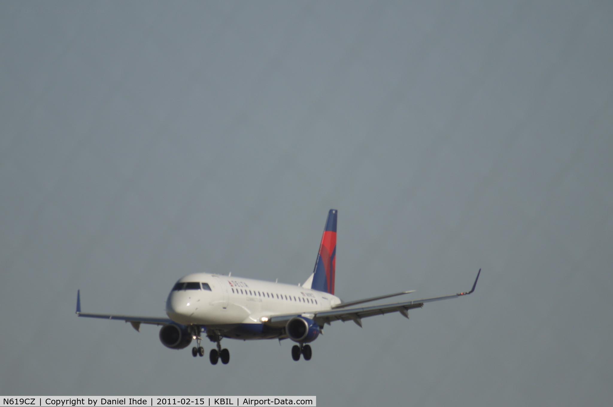 N619CZ, 2008 Embraer 175LR (ERJ-170-200LR) C/N 17000213, Skywest Embraer lands at Billings Logan