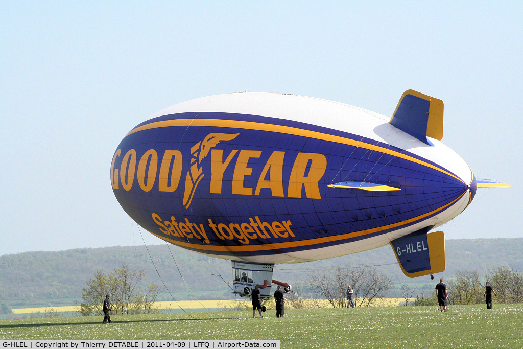 G-HLEL, 1995 American Blimp Corp A-60+ C/N 10, take-off of blimp