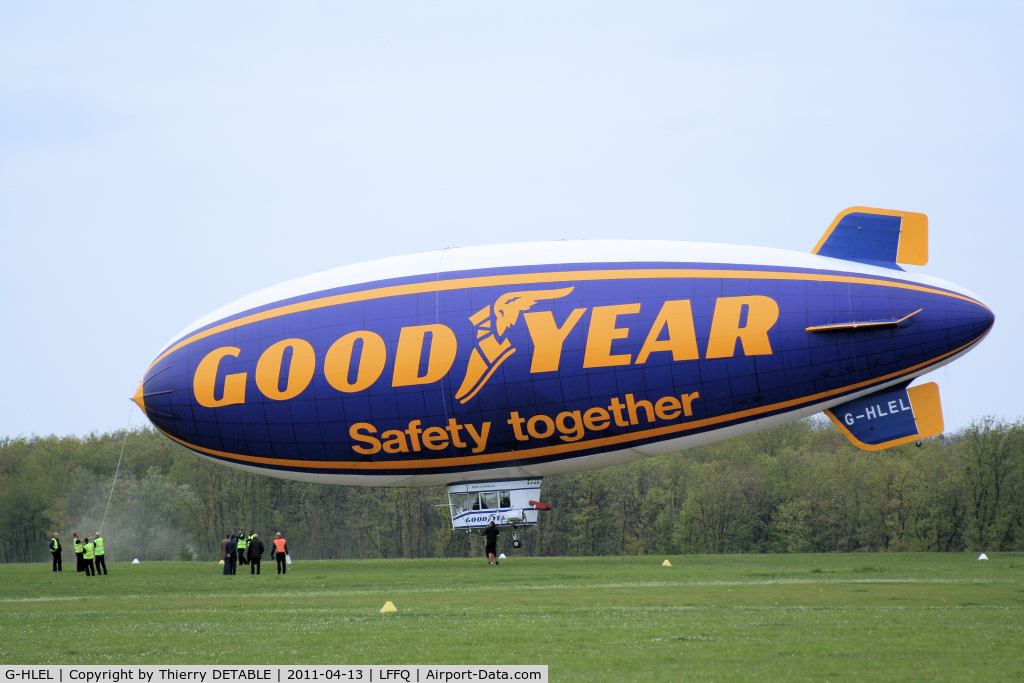 G-HLEL, 1995 American Blimp Corp A-60+ C/N 10, Take-off
