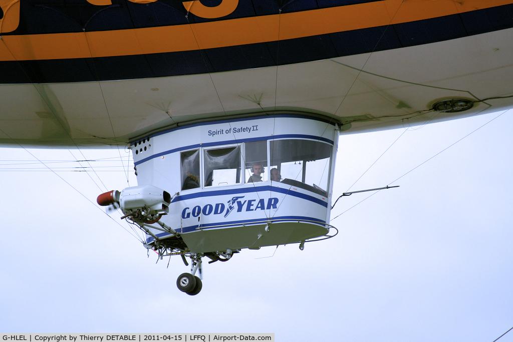 G-HLEL, 1995 American Blimp Corp A-60+ C/N 10, Passage low speed pilot Florian KUHN