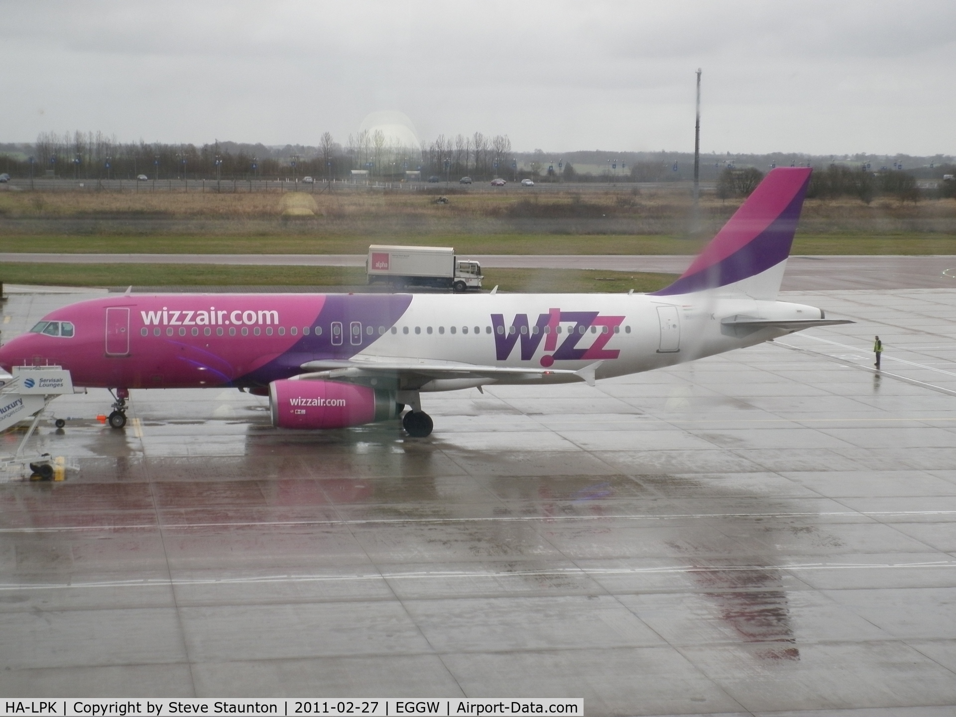 HA-LPK, 2007 Airbus A320-232 C/N 3143, Taken on a wet February morning at Luton whilst waiting to fly to Cyprus
