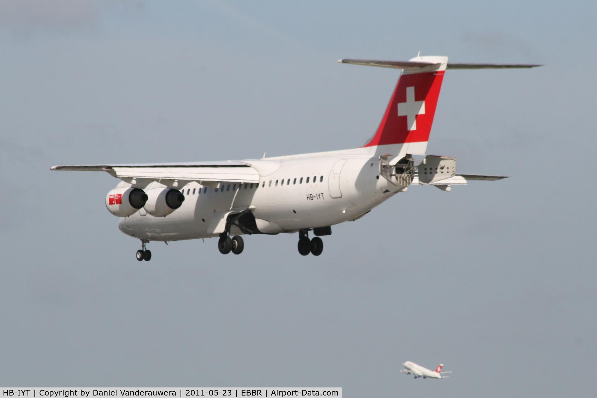 HB-IYT, 2000 British Aerospace Avro 146-RJ100 C/N E3380, Flight LX778 (ARJ-100  HB-IYT) is descending to RWY 25L while flight LX787 (A319-112  HB-IPR) is taking-off from RWY 25R
