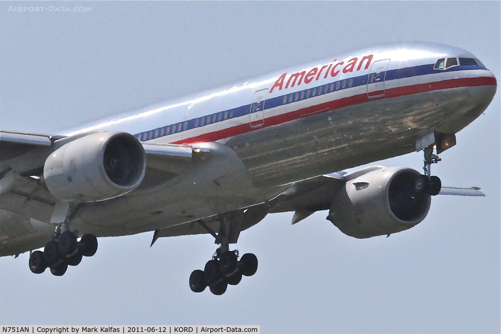 N751AN, 2001 Boeing 777-223 C/N 30798, American Airlines Boeing 777-223, AAL47 arriving from EGLL, RWY 10 approach KORD.