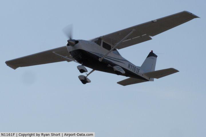 N1161F, 1966 Cessna 172G Skyhawk C/N 17254756, Performing a short-field takeoff