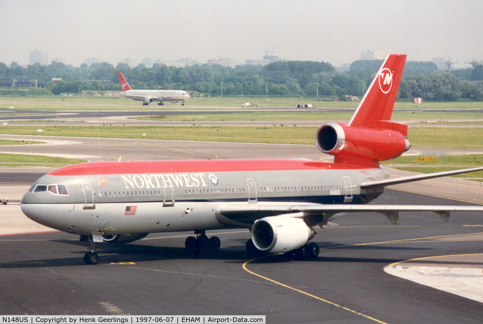 N148US, 1973 Douglas DC-10-40 C/N 46757, Northwest. In the background B767 from Martinair lsd to Virgin