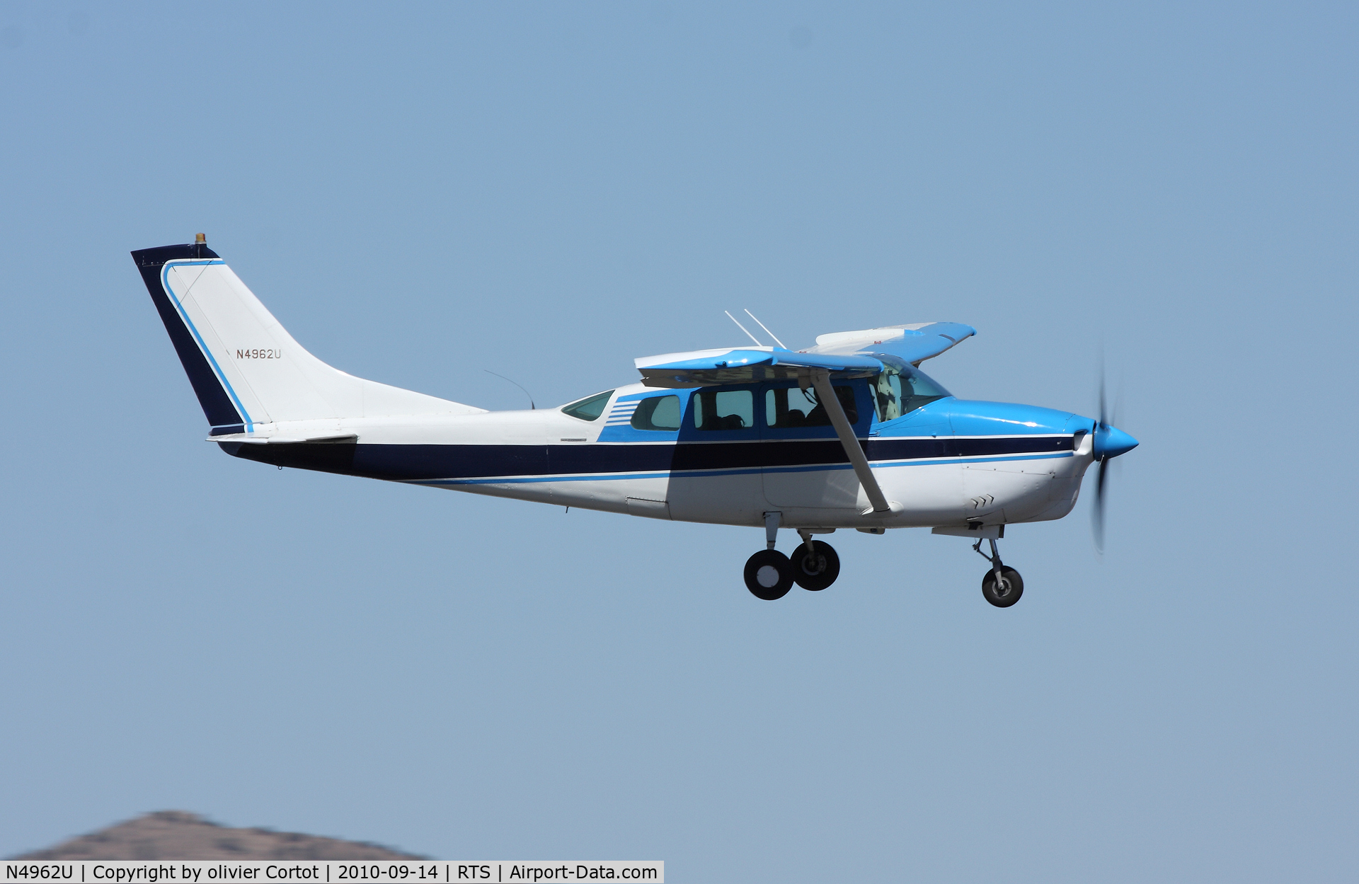 N4962U, 1965 Cessna 210E Centurion C/N 21058662, landing at Stead airport during the Reno air races