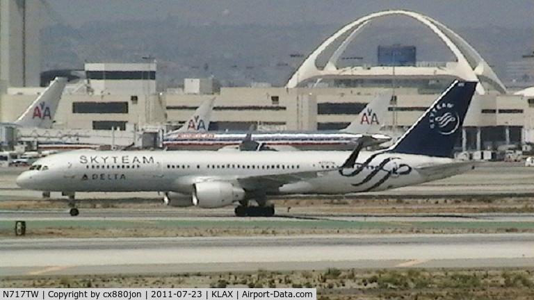 N717TW, 1999 Boeing 757-231 C/N 28485, Delta Air Lines' Skyteam livery
