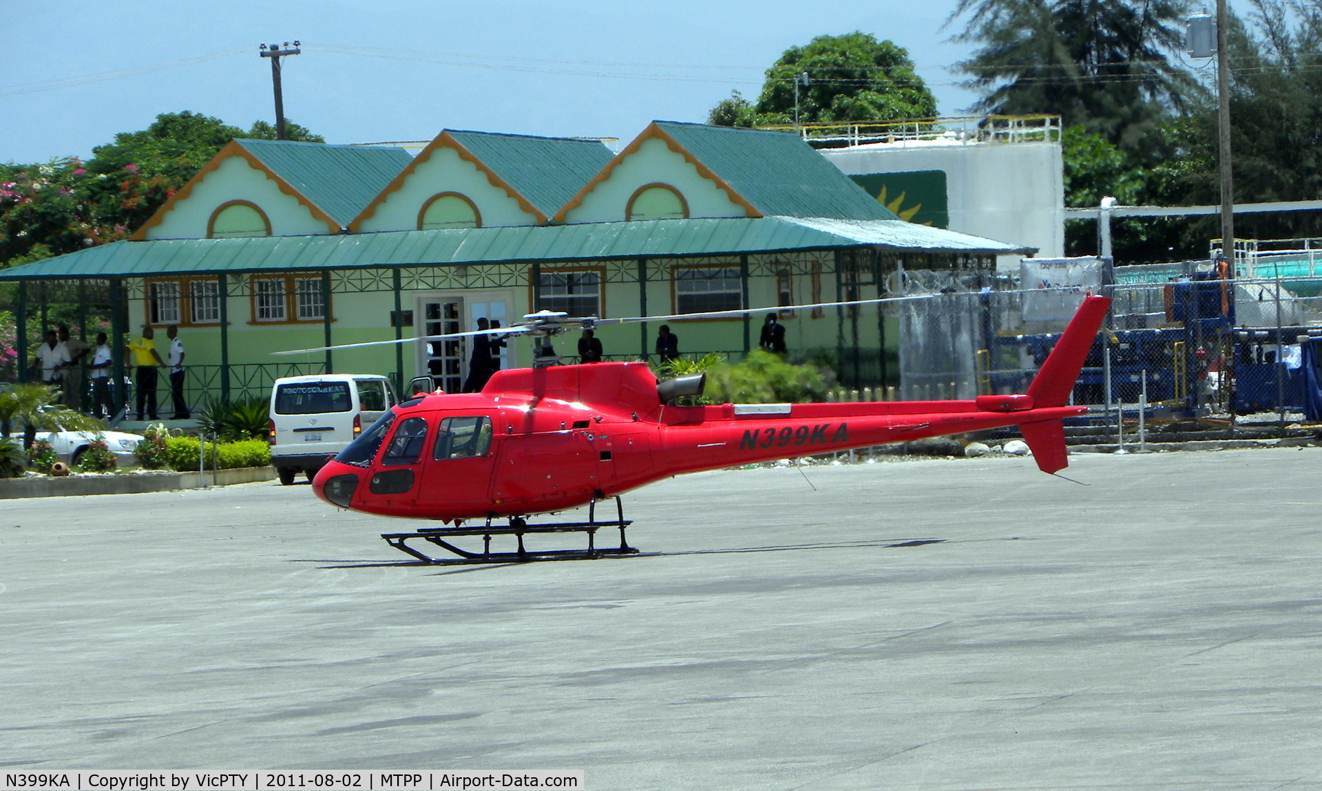 N399KA, 2007 Eurocopter AS-350B-3 Ecureuil C/N 4326, Port au Prince - MTPP, in the back you can see the vip room of this airport