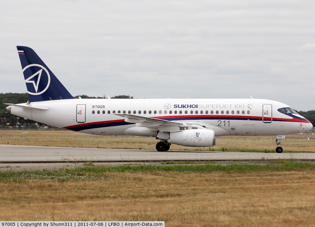 97005, 2010 Sukhoi Superjet 100-95 C/N 95005, Taxiing to Latecoere Aeroservice facility...