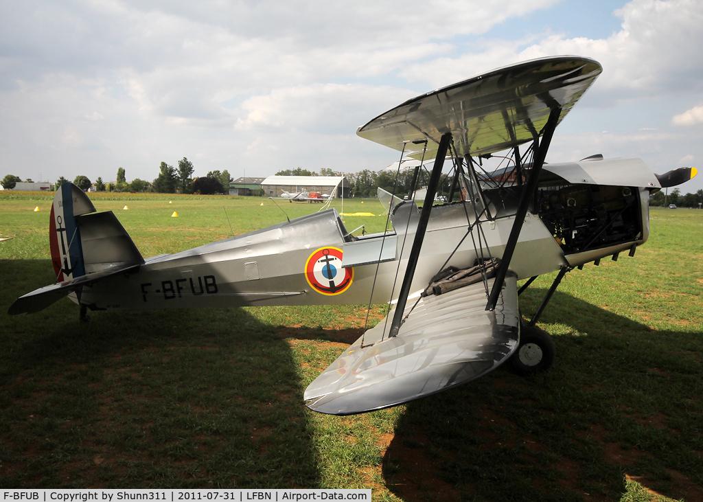 F-BFUB, Stampe-Vertongen SV-4C C/N 1087, Parked on the grass...