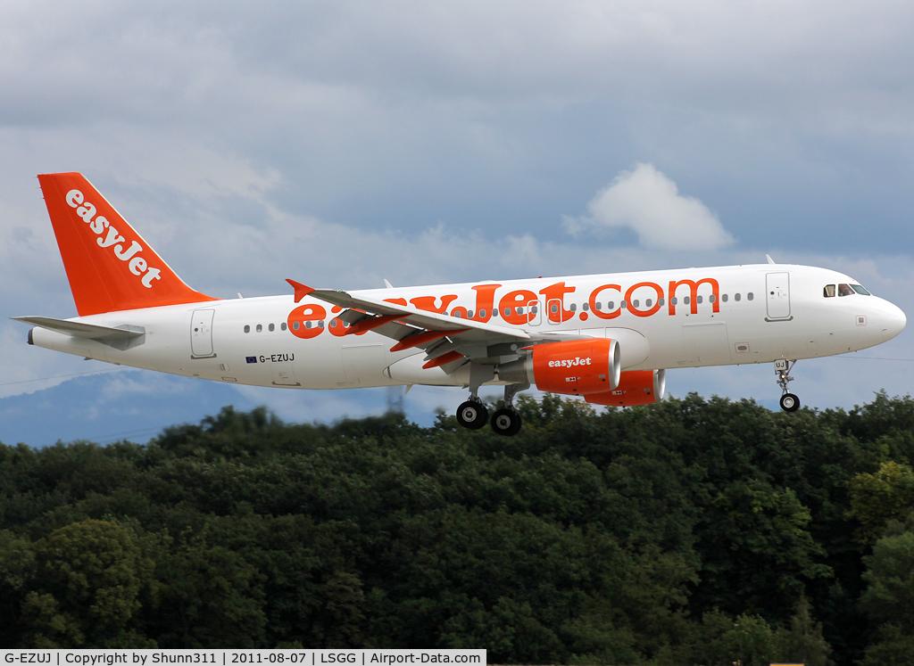 G-EZUJ, 2011 Airbus A320-214 C/N 4740, Landing rwy 23
