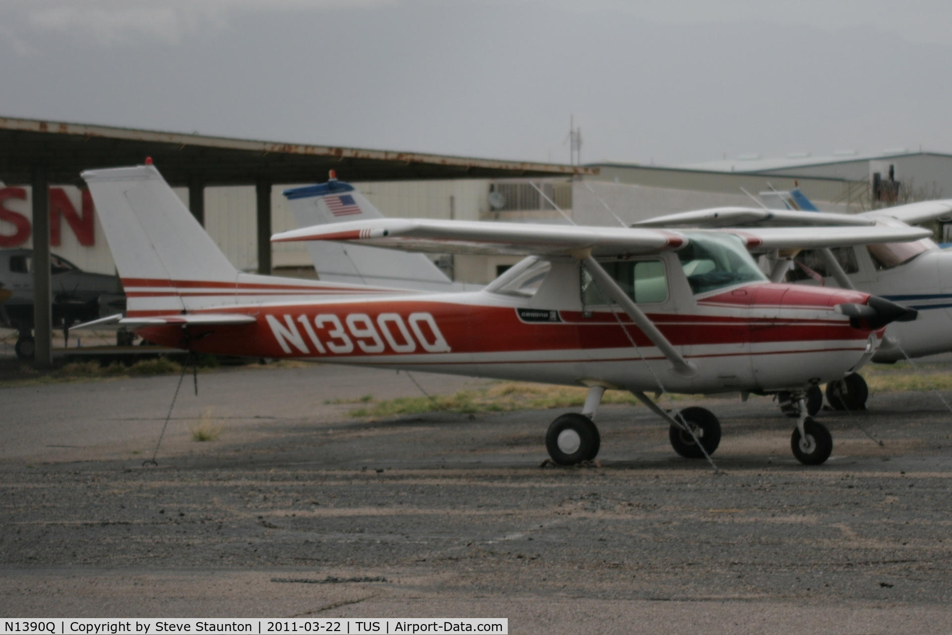 N1390Q, 1971 Cessna 150L C/N 15072690, Taken at Tucson International Airport, in March 2011 whilst on an Aeroprint Aviation tour