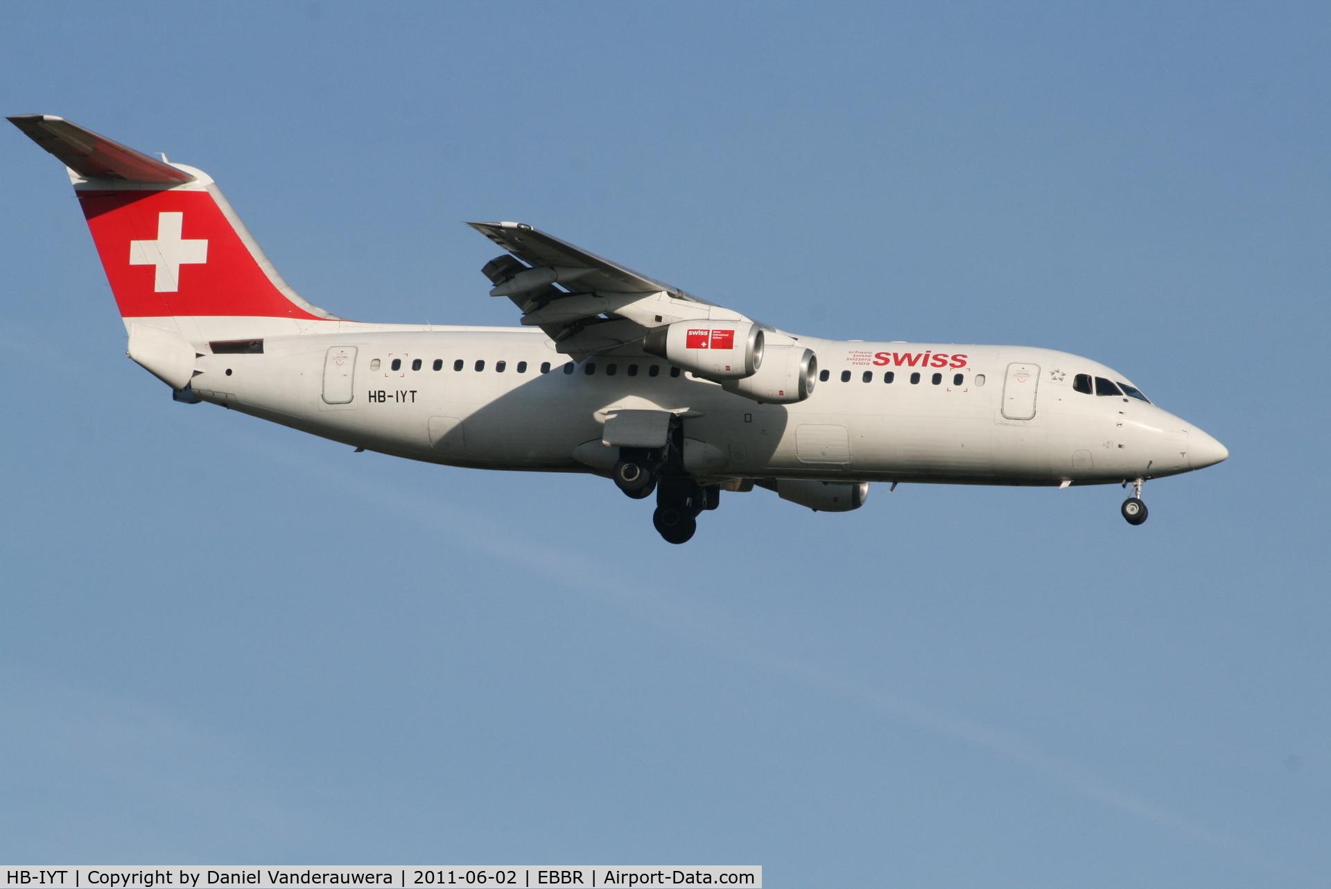 HB-IYT, 2000 British Aerospace Avro 146-RJ100 C/N E3380, Arrival of flight LX760 to RWY 02