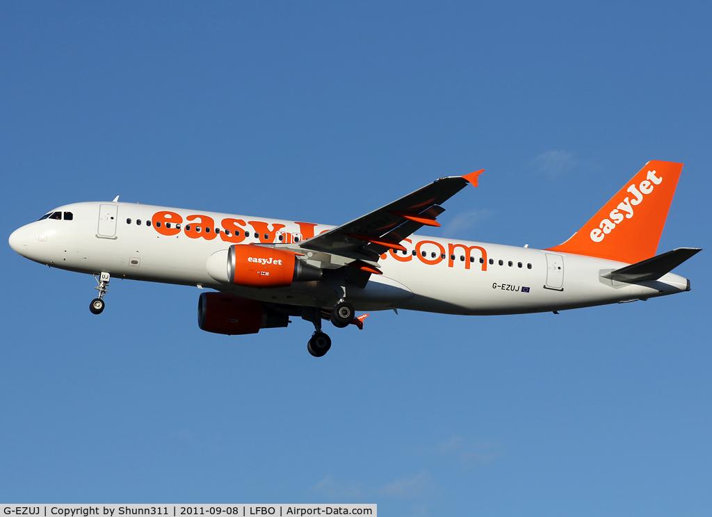 G-EZUJ, 2011 Airbus A320-214 C/N 4740, Landing rwy 32L