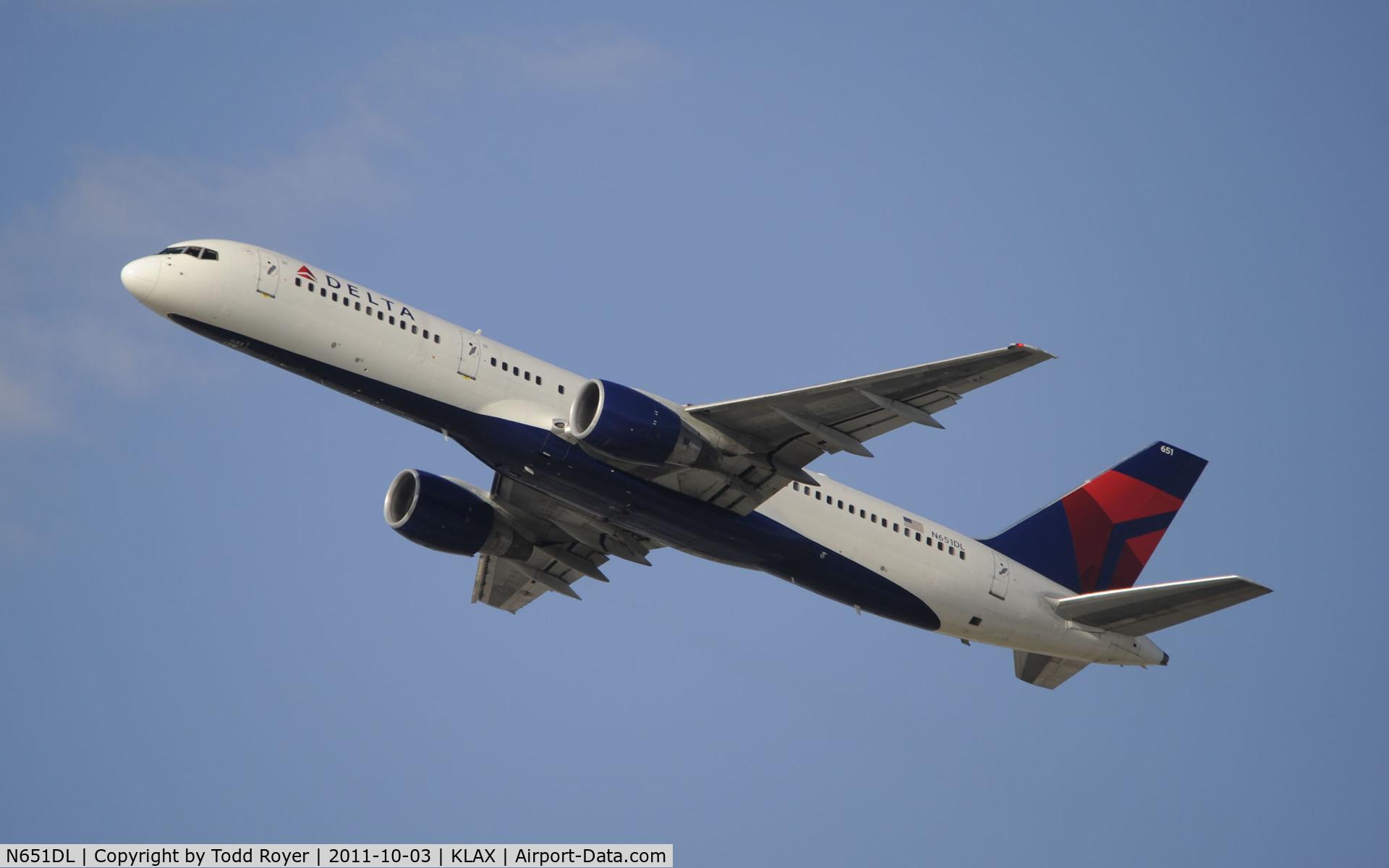 N651DL, 1989 Boeing 757-232 C/N 24391, Departing LAX