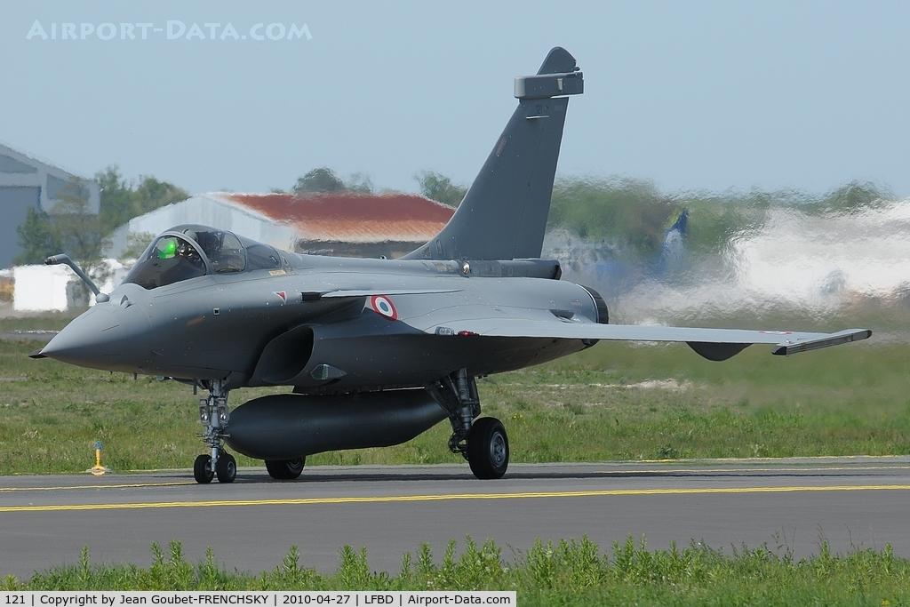 121, Dassault Rafale C C/N 121, au roulage pour la 05