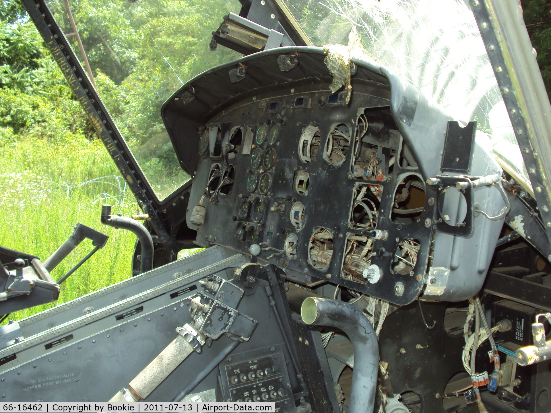 66-16462, 1966 Bell UH-1H Iroquois C/N 8656, Here's the shot of the instrument panel.  It was really sad to see a bona fide Viet Nam combat veteran treated this way.  Ft. Leonard Wood