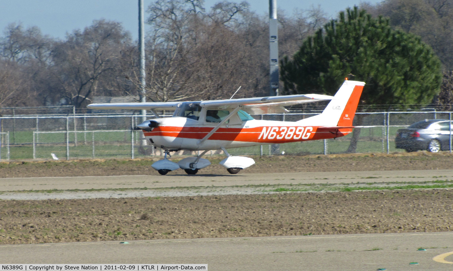 N6389G, 1970 Cessna 150K C/N 15071889, Wasco, CA-based 1970 Cessna 150K touching down @ Tulare, CA