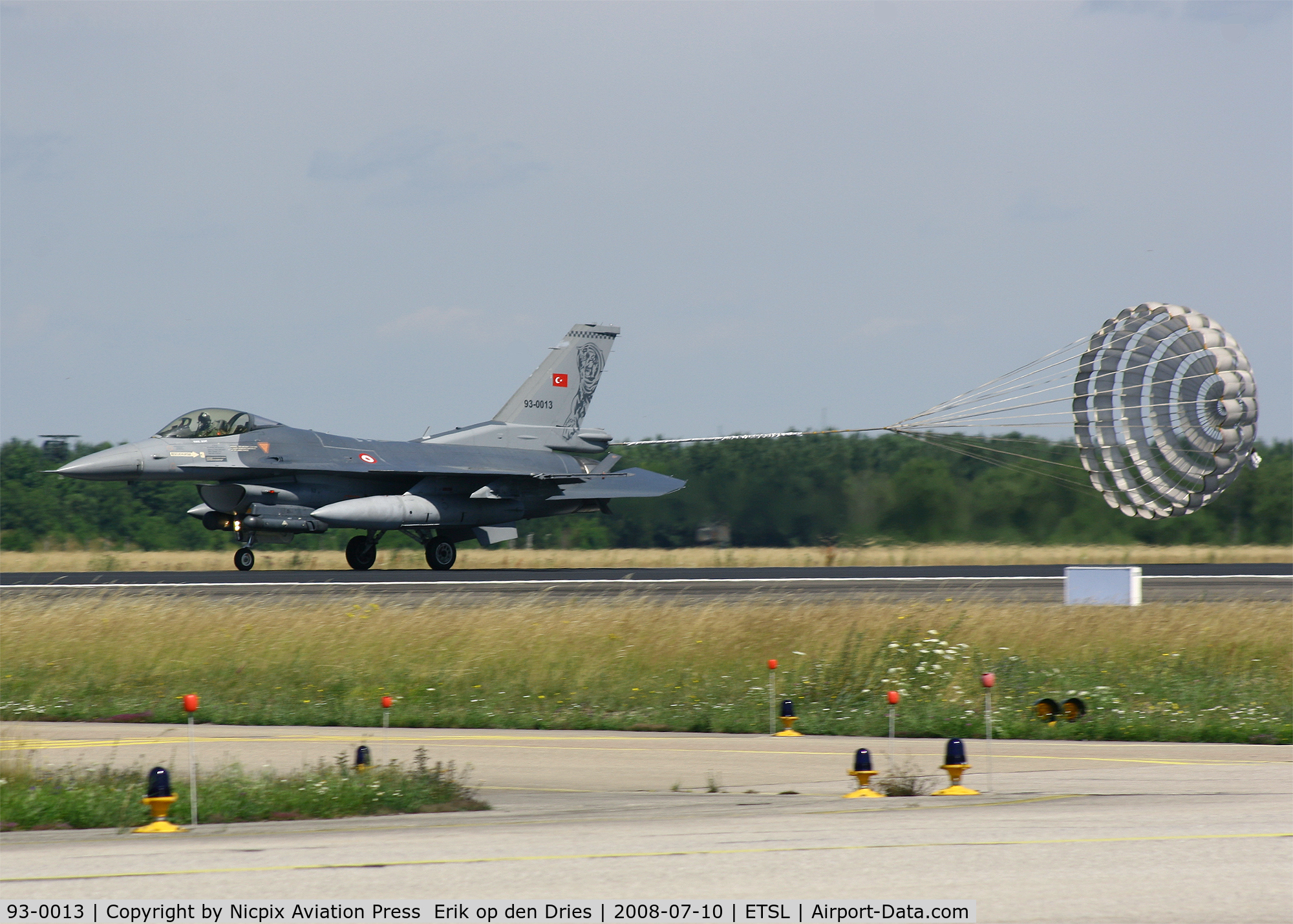 93-0013, Lockheed F-16C Fighting Falcon C/N 4R-135, Always nice to see is a dragchute landing! Turkish AF F-16C 93-0013 at Lechfeld AB, Germany.