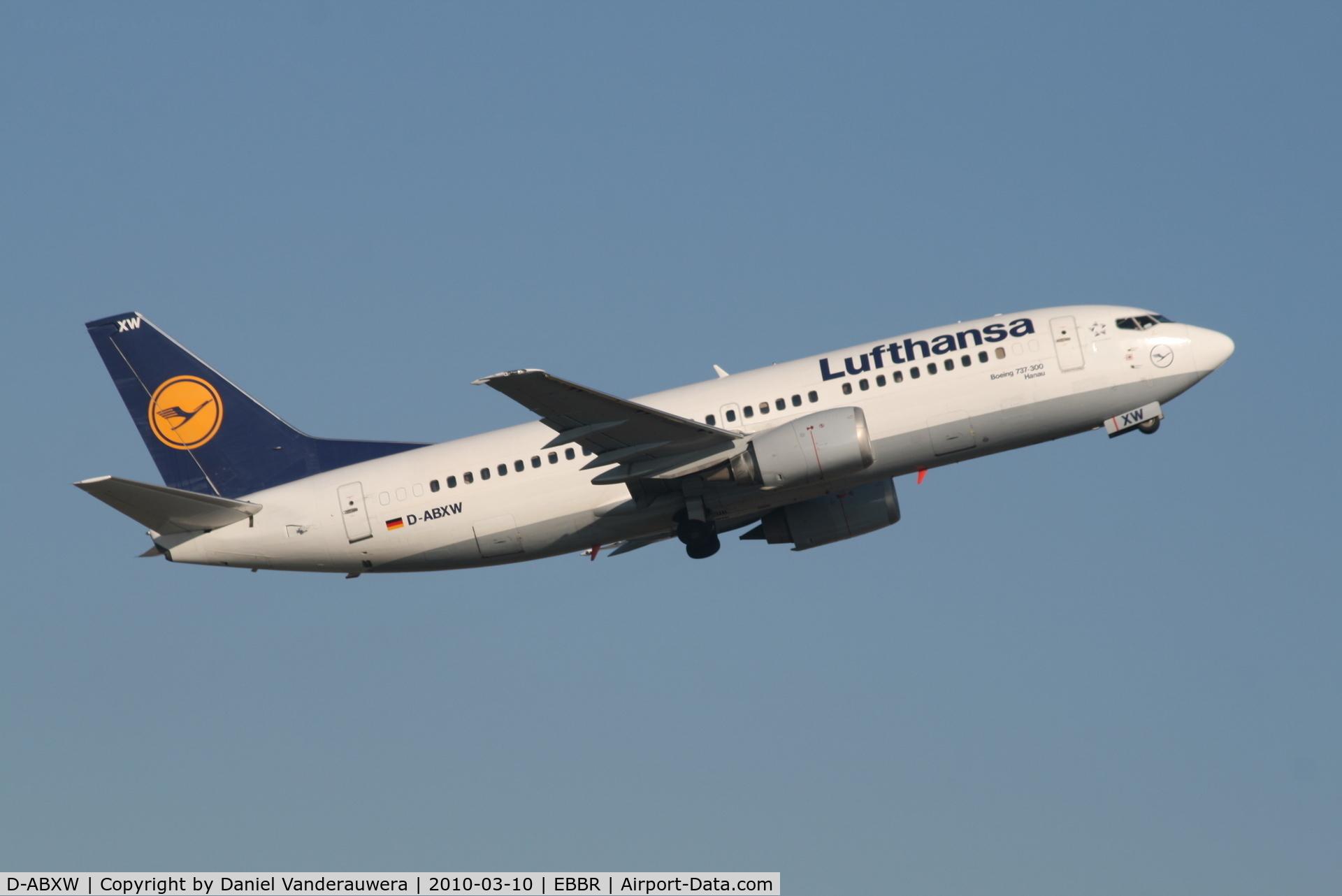 D-ABXW, 1989 Boeing 737-330 C/N 24561, Flight LH4571 is climbing from RWY 07R