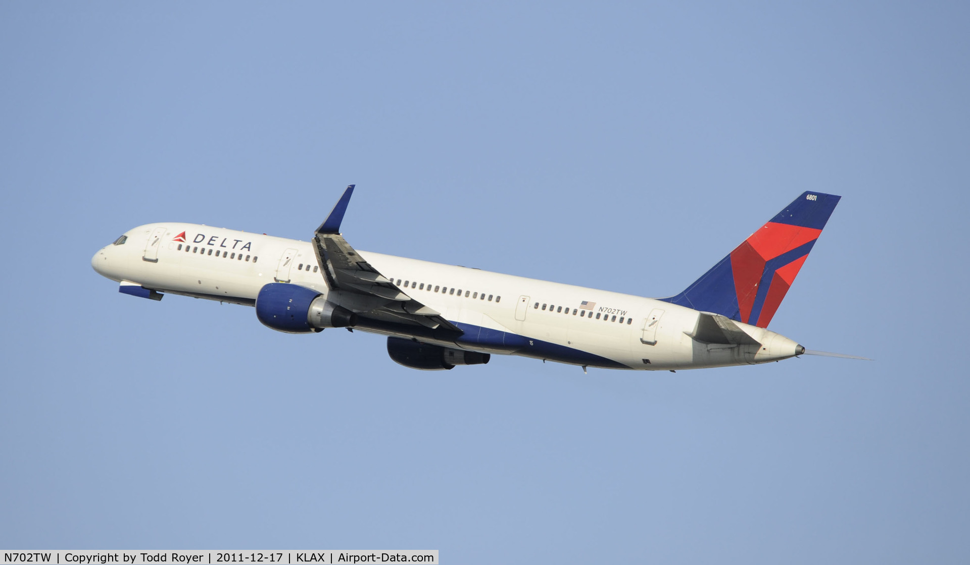 N702TW, 1996 Boeing 757-2Q8 C/N 28162, Departing LAX