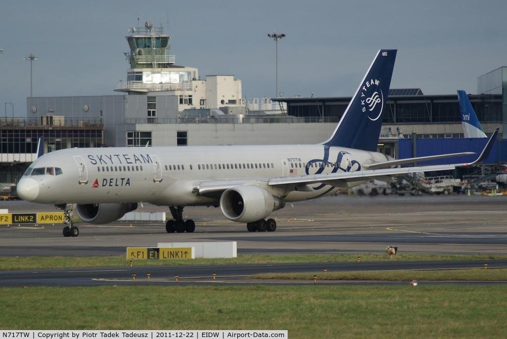 N717TW, 1999 Boeing 757-231 C/N 28485, Dublin